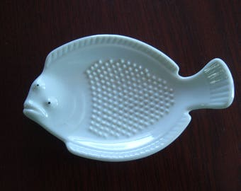 Joyce Chen Japan White Ceramic Grater Fish Dish Garlic Ginger Home and Living décor C520