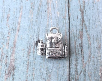 Backpack charm 3D silver plated pewter (1 pc) - knapsack charm, luggage charm, travel charm, school charm, silver backpack pendant, Box 96