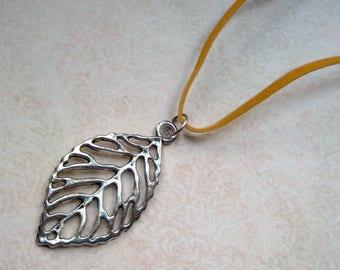 Chain Suede Ribbon Silver color