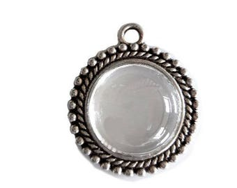 Pretty pendant with 1 cabochon for customization
