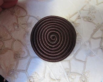 Large Chunky Brow Fabric button - Spiral design - hand made - gros bouton brun