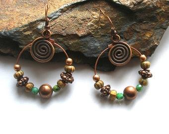 Boucles d'oreilles créoles bohèmes gipsy cuivre Picasso vert turquoise verre tchèque gypsy boho chic création unique ooak spirales