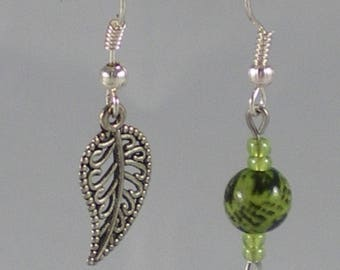 Boucles065 - Asymmetrical earrings leaf