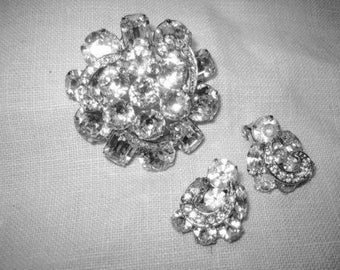 Vintage Weiss Clear Rhinestone Brooch & Earrings