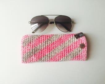 Crochet Sunglasses Sleeve | Grey & Pink | iSleeve v2.0