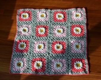 DAISY couverture au crochet rose framboise gris