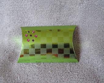 Gift wrapped box carton vert@evysoie