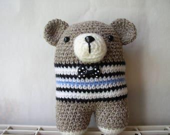 Bear amigurumi with his bow tie blanket