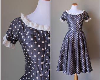 1950s/1960s Saks Fifth Avenue Gray and Cream Polka Dot Party Dress