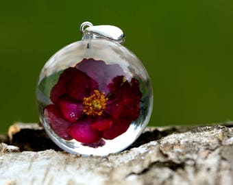 Red Rose Resin Necklace, real Rose Pendant, Natural rose Jewelry, Resin Jewelry, Flower Jewelry. Sphere 3 cm. No Chain.