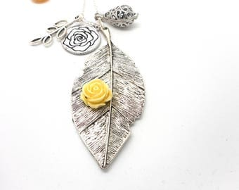 A scent! Necklace has perfume silver leaf and beige flower