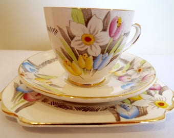 Vintage Tea Cup and Saucer, Pretty Spring Bouquet Of Tulips and Daffodils. 1940s Teacup and Cake Plate Trio, Ideal For A Vintage Tea Party