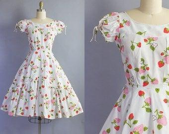 1950s Strawberry Print Dress/ 50s fruit novelty cotton sundress/ Extra Small (33b/24w)