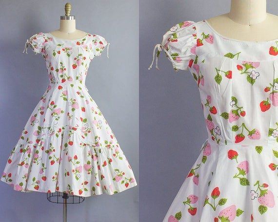 1950s Strawberry Print Dress/ Extra Small (33b/24w)