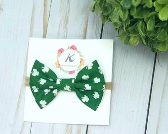 Shamrock bow, st Patricks day bow, green shamrock bow, baby girl headbands, nylon headbands, hair bows, green hair bow, holiday bow, fabric