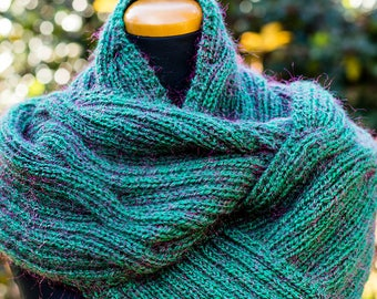 Green knit infinity scarf, winter infinity scarf, emerald green infinity scarf, soft knitted infinity scarf, Christmas infinity scarf