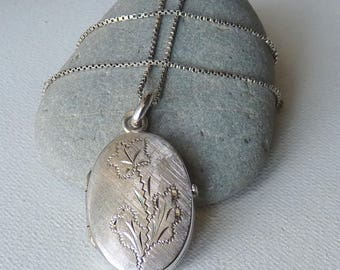 Sterling Silver Oblong Oval Locket Necklace Vintage  Engraved Oval Photo Locket Romantic Jewelry,Retro Necklace,Vintage Puffy Locket Jewelry