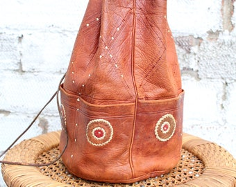 Vintage brown tan leather 70s Indian embroidered duffle shoulder hand bag