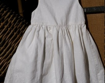 Free Shipping -  Simple basic little girl 90s, Country white summer dress, adorned wite little white polk - dots.