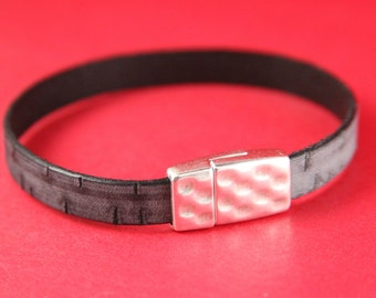 5B/6 MADE in EUROPE zamak magnetic clasp, 10mm flat cord clasp, flat leather cord magnetic clasp, silver hammered clasp (9062-0377) Qty1