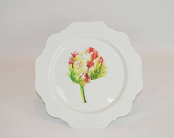 "Alayna 11"" Scalloped Plate (shown with image #f82 - Multi-colored tulip)"