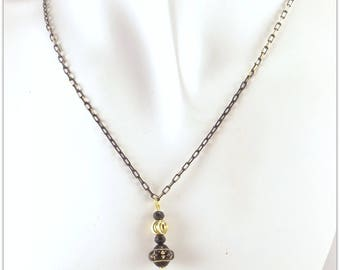 Black and gold necklace, black glass bead, gold plated metal, on a small black and gold chain - An 123 Pierres jewel By MP Bertrand, Paris