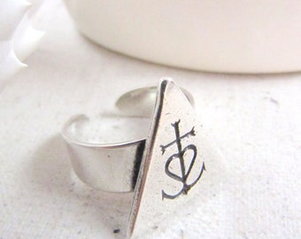 Camargue triangle 21x20mm - 925 Silver finish cross ring