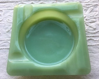 Fire King 4 1/4 inch Ashtray in Jadeite from Anchor Hocking, late 1940's to mid 1960's.