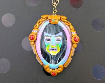 Magic mirror necklace from snow white