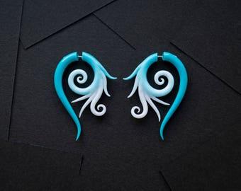 Fake gauge earrings spiral azure and white fake plugs fake gauges