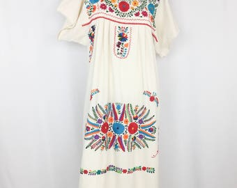 Vintage Mexican Embroidered Dress || 1970's Boho Maxi Dress || Medium Large