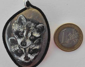 Hand painted natural stone pendant with an animal motif of two raccoons, original and unique, craftsman work. Vegan product.