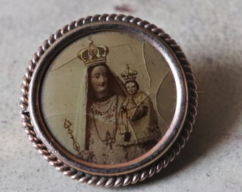 Antique religious brooch / / Virgin and child Jesus / / vintage jewelry / / Vintage Religious Pin