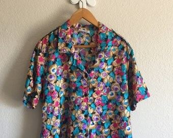 Women's Large - Vintage 80s Painted Floral Short Sleeve Button-Up Blouse ~ Notations