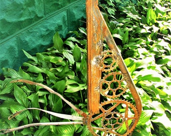 Rusty garden rooster from repurposed bicycle pieces.