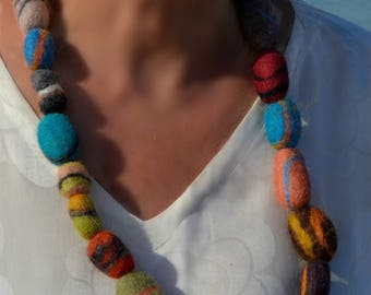 Felted Wool Necklace - Pebble  . Ecofriendly . Beaded Jewellery