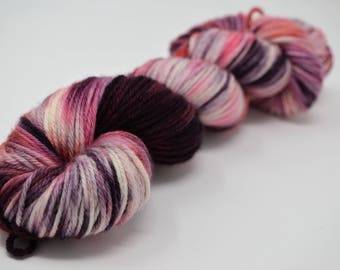 Aubs Worsted, hand dyed yarn, handdyed yarn, hand dyed worsted yarn, hand painted yarn, worsted yarn, worsted weight, Seductive