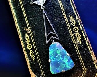 An Art Deco 9ct gold opal pendent necklace.