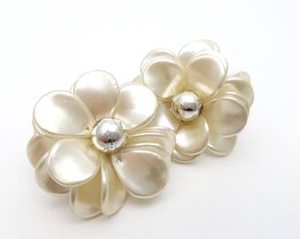Vintage Clip on Earrings White and Silver Tone Plastic Flower Shaped Bead Cluster Retro Clip-on