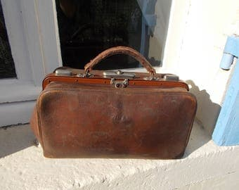 Vintage Traditional French Gladstone Doctors Bag Brown Leather, Lovely buttery interior leather exceptional, sturdy and ready to use.