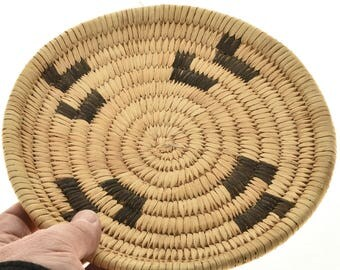 """Small Papago Indian Basket Tray Tohono O'odham Devils Claw Pattern 8"""" Wide"""
