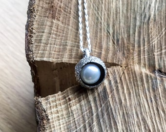 Sterling silver acorn pearl pendant, silver acorn necklace, nature necklace, pearl pendant,botanical pendant