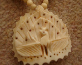 Beautiful Cream Bona Necklace and Cigarette Lighter Vintage