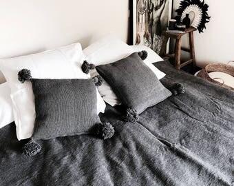 Coussin pompons / coussins / gris / ethnique / Maroc / Boho / bohème / cushion / pillow / pompoms / pompons / bohemain / textiles