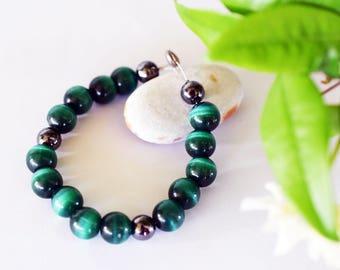 Green cat's eye stone bracelet with hematite