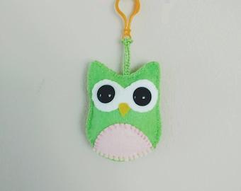 Owl bag charm ,hanging Green Owl,Key chains,Handmade gifts,Ready to ship,felt charm,handbag school bag charm, toy, big eyed owl,mini plush