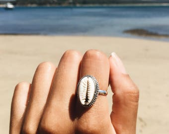 Cowrie shell and silver ring | Cowrie seashell, Boho ring, gypsy ring, bohemian ring, boho jewellery| Yarah Store
