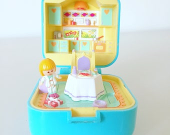 Rare 1991 Polly Pocket - Dinnertime Ring and Ring Case - Turquoise - Blue Square - Vintage - Kitchen