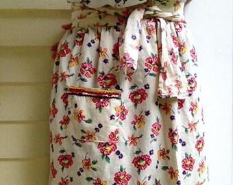 Vintage 1960s Floral Cotton Half Apron~~~Retro Floral Aprons~~Rickrack Trimming~~~Handmade Aprons & Linens