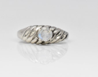 Sterling silver ring with a 5 mm moonstone.